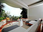プーケット スパ併設のホテル : モム トリズ ヴィラ ロイヤル(Mom Tri's Villa Royale)のロイヤル ウィング スイートルームの設備 Balcony