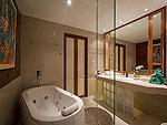 プーケット スパ併設のホテル : モム トリズ ヴィラ ロイヤル(Mom Tri's Villa Royale)のペントハウス スイートルームの設備 Bath Room