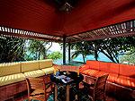 プーケット スパ併設のホテル : モム トリズ ヴィラ ロイヤル(Mom Tri's Villa Royale)のシー(ダオ・ア・デュン・スイート)ルームの設備 Balcony