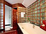 プーケット スパ併設のホテル : モム トリズ ヴィラ ロイヤル(Mom Tri's Villa Royale)のシー(ダオ・ア・デュン・スイート)ルームの設備 Bath Room
