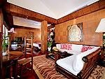 プーケット スパ併設のホテル : モム トリズ ヴィラ ロイヤル(Mom Tri's Villa Royale)のプール・スイートルームの設備 Living Area