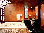 プーケット スパ併設のホテル : モム トリズ ヴィラ ロイヤル(Mom Tri's Villa Royale)のプール・スイートルームの設備 Bath Room
