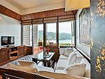 プーケット スパ併設のホテル : モム トリズ ヴィラ ロイヤル(Mom Tri's Villa Royale)のビーチ ウィング スイートルームの設備 Living Room