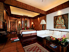 プーケット スパ併設のホテル : モム トリズ ヴィラ ロイヤル(1)のお部屋「ビーチ ウィング スイート」