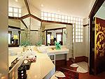 プーケット スパ併設のホテル : モム トリズ ヴィラ ロイヤル(Mom Tri's Villa Royale)のオーシャン ウィング スイートルームの設備 Bath Room