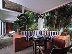 プーケット スパ併設のホテル : モム トリズ ヴィラ ロイヤル(Mom Tri's Villa Royale)のハー(トイ・タレイ・スイート)ルームの設備 Living Area