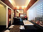 プーケット スパ併設のホテル : モム トリズ ヴィラ ロイヤル(Mom Tri's Villa Royale)のハー(トイ・タレイ・スイート)ルームの設備 Bath Room