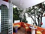 プーケット スパ併設のホテル : モム トリズ ヴィラ ロイヤル(Mom Tri's Villa Royale)のオーシャン ウィング ボーデックスルームの設備 Balcony