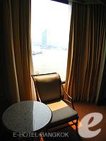 バンコク チャオプラヤー川周辺のホテル : モンティエン リバーサイド ホテル(Montien Riverside Hotel)のスーペリアルームの設備 Relax Area