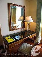 バンコク チャオプラヤー川周辺のホテル : モンティエン リバーサイド ホテル(Montien Riverside Hotel)のスーペリアルームの設備 Writing Desk