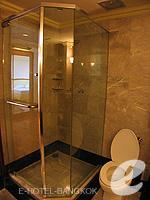 バンコク チャオプラヤー川周辺のホテル : モンティエン リバーサイド ホテル(Montien Riverside Hotel)のスーペリアルームの設備 Bathroom