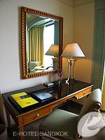 バンコク チャオプラヤー川周辺のホテル : モンティエン リバーサイド ホテル(Montien Riverside Hotel)のデラックスルームの設備 Writing Desk