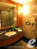 バンコク チャオプラヤー川周辺のホテル : モンティエン リバーサイド ホテル(Montien Riverside Hotel)のデラックスルームの設備 Bathroom
