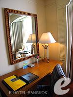 バンコク チャオプラヤー川周辺のホテル : モンティエン リバーサイド ホテル(Montien Riverside Hotel)のクラブ Cルームの設備 Living Area