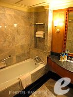 バンコク チャオプラヤー川周辺のホテル : モンティエン リバーサイド ホテル(Montien Riverside Hotel)のクラブ Cルームの設備 Bathroom