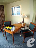 バンコク チャオプラヤー川周辺のホテル : モンティエン リバーサイド ホテル(Montien Riverside Hotel)のエグゼクティブ スイートルームの設備 Writing Desk