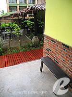 プーケット カオラックのホテル : モーティブ コテージ リゾート(Motive Cottage Resort)のデラックスルームルームの設備 Balcony