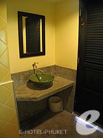 プーケット カオラックのホテル : モーティブ コテージ リゾート(Motive Cottage Resort)のデラックスルームルームの設備 Bath Room