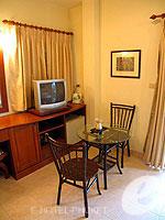 プーケット ロングステイのホテル : ナナイ ヴィラ(Nanai Villa)のスタンダードルームの設備 Sitting Area