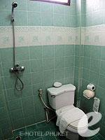 プーケット ロングステイのホテル : ナナイ ヴィラ(Nanai Villa)のスタンダードルームの設備 Bathroom