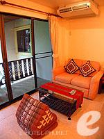 プーケット ロングステイのホテル : ナナイ ヴィラ(Nanai Villa)のスタジオルームの設備 Sitting Area