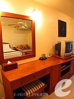 プーケット ロングステイのホテル : ナナイ ヴィラ(Nanai Villa)のスタジオルームの設備 Dresser