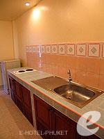 プーケット ロングステイのホテル : ナナイ ヴィラ(Nanai Villa)のスタジオルームの設備 Kitchen