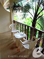 プーケット ロングステイのホテル : ナナイ ヴィラ(Nanai Villa)のスタジオルームの設備 Balcony
