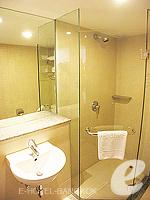 バンコク シーロム・サトーン周辺のホテル : ナライ ホテル(Narai Hotel)のスーペリア ルームルームの設備 Bathroom