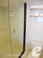 バンコク シーロム・サトーン周辺のホテル : ナライ ホテル(Narai Hotel)のデラックス ルームルームの設備 Bathroom