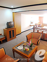 バンコク シーロム・サトーン周辺のホテル : ナライ ホテル(Narai Hotel)のタイスイートシングルルームの設備 Living Area