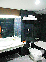 バンコク シーロム・サトーン周辺のホテル : ナライ ホテル(Narai Hotel)のタイ スイート ルームルームの設備 Writing desk