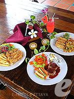 パタヤ ジョムティエンビーチのホテル : ナチュラル パーク リゾート 「Food at Restaurant」