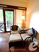 パタヤ ジョムティエンビーチのホテル : ナチュラル パーク リゾート(Natural Park Resort)のスタンダードルームの設備 Sitting Area
