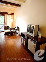 パタヤ ジョムティエンビーチのホテル : ナチュラル パーク リゾート(Natural Park Resort)のスタンダードルームの設備 TV