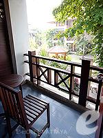 パタヤ ジョムティエンビーチのホテル : ナチュラル パーク リゾート(Natural Park Resort)のスタンダードルームの設備 Balcony
