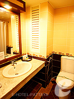 パタヤ ジョムティエンビーチのホテル : ナチュラル パーク リゾート(Natural Park Resort)のスタンダードルームの設備 Bathroom