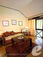 パタヤ ジョムティエンビーチのホテル : ナチュラル パーク リゾート(Natural Park Resort)のジュニア スイート ルームルームの設備 Living Room