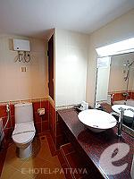パタヤ ジョムティエンビーチのホテル : ナチュラル パーク リゾート(Natural Park Resort)のジュニア スイート ルームルームの設備 Bathroom