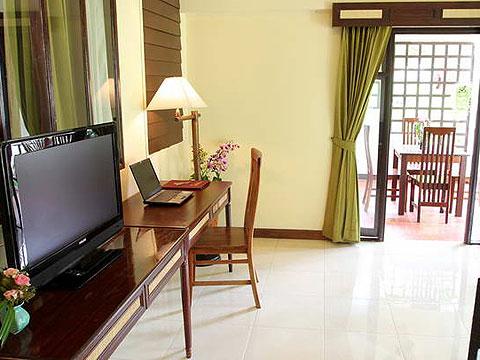 パタヤ ジョムティエンビーチのホテル : ナチュラル パーク リゾート(1)のお部屋「バンガロー ファミリー スイート 3ベッドルーム」