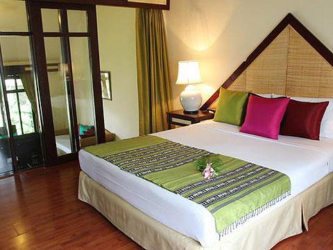 パタヤ ジョムティエンビーチのホテル : ナチュラル パーク リゾート(1)のお部屋「バンガロー ファミリー スイート 4ベッドルーム」