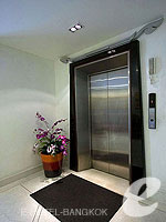 Lift / Navalai River Resort,