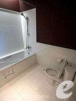 バンコク 王宮・カオサン周辺のホテル : ナバライ リバー リゾート(Navalai River Resort)のシーニック シティルームの設備 Bathroom