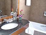サムイ島 チャウエンビーチのホテル : ノラ レイクビュー ホテル(Nora Lakeview Hotel)のスーペリアルームの設備 Bathtub