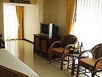 サムイ島 チャウエンビーチのホテル : ノラ レイクビュー ホテル(Nora Lakeview Hotel)のデラックスルームの設備 TV