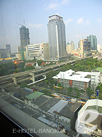 バンコク サイアム・プラトゥーナムのホテル : ノボテル バンコク オン サイアムスクエア(Novotel Bangkok On Siam Square)のスイートルームの設備 View from Window