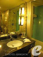 バンコク サイアム・プラトゥーナムのホテル : ノボテル バンコク オン サイアムスクエア(Novotel Bangkok On Siam Square)のスイートルームの設備 Bathroom