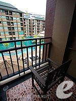 プーケット スパ併設のホテル : ノボテル プーケット ビンテージ パークリゾート(Novotel Phuket Vintage Park)のスーペリアルームの設備 Balcony