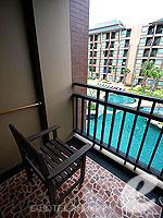 プーケット スパ併設のホテル : ノボテル プーケット ビンテージ パークリゾート(Novotel Phuket Vintage Park)のデラックスルームの設備 Balcony