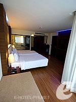 プーケット ファミリー&グループのホテル : ノボテル プーケット ビンテージ パークリゾート(Novotel Phuket Vintage Park)のデラックス プールアセスルームの設備 Bedroom